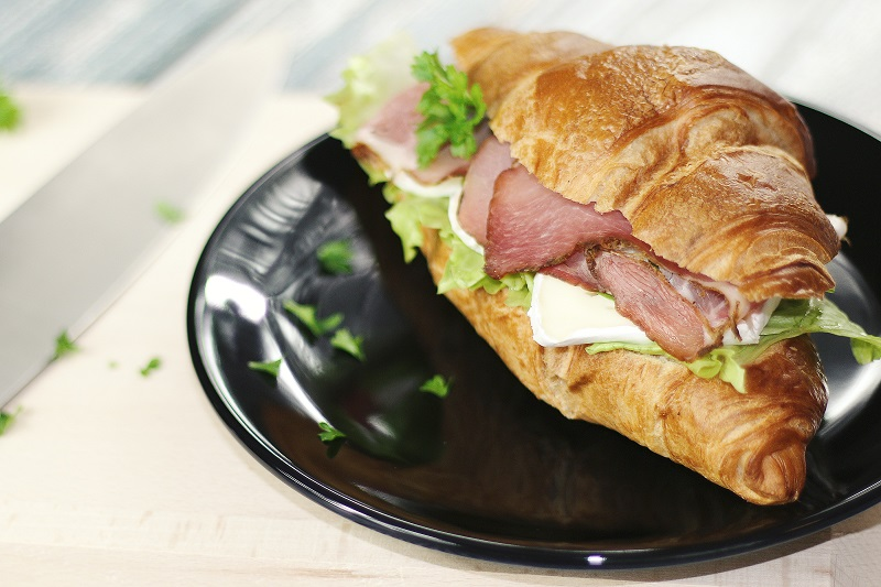 This is a delicious-looking sandwich.